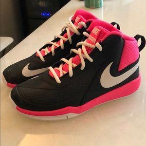Nike Team Hustle D7 Hi-Top Basketball Sneaker